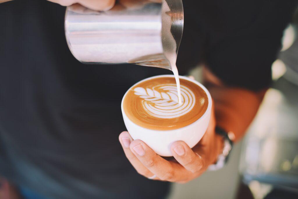 Cappuccino Milch zubereiten